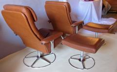 Bruno Mathsson Pair of Leather and Chrome Swivel Lounge Chairs by Bruno Mathsson for Dux 1970s - 572407