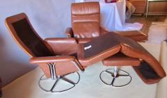 Bruno Mathsson Pair of Leather and Chrome Swivel Lounge Chairs by Bruno Mathsson for Dux 1970s - 572408