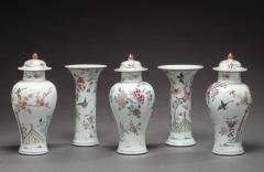 CHINESE EXPORT FAMILLE ROSE FIVE PIECE GARNITURE - 1677666
