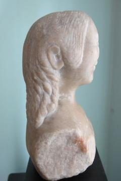 Carved Marble Bust of a Woman - 403751