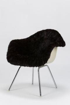 Charles Eames Eames Armchair covered with high quality fur - 1720086