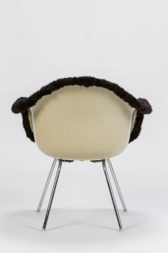 Charles Eames Eames Armchair covered with high quality fur - 1720088