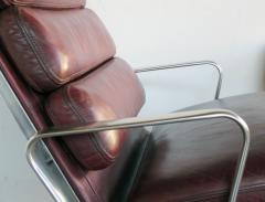Charles Eames Eames for Herman Miller Executive Soft Pad Tilt swivel Lounge Chair and Ottoman - 1974159