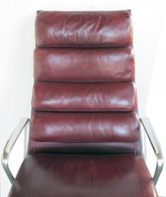 Charles Eames Eames for Herman Miller Executive Soft Pad Tilt swivel Lounge Chair and Ottoman - 1974161