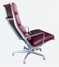 Charles Eames Eames for Herman Miller Executive Soft Pad Tilt swivel Lounge Chair and Ottoman - 1974164
