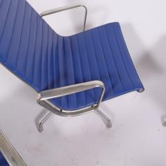 Charles Eames Four Aluminium Group Chairs by Charles Eames for Herman Miller sold individually - 1026971