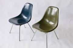 Charles Eames Pair of Charles Eames Shell Chairs with Lounge Base - 556537