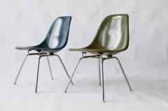 Charles Eames Pair of Charles Eames Shell Chairs with Lounge Base - 556539