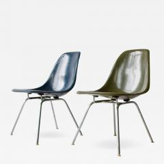 Charles Eames Pair of Charles Eames Shell Chairs with Lounge Base - 557073