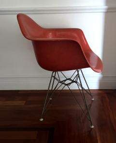 Charles Ormond Eames Early Fiberglass Shell DAR Chair By Charles Eames For Herman  Miller   62997