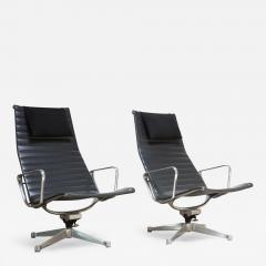 Charles Ray Eames Pair Of Early Eames Aluminum Group Chairs For Herman  Miller   621618