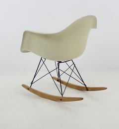 Charles Ray Eames RAR Molded Fiberglass Rocking Chair by Charles and Ray Eames for Herman Miller - 1148811