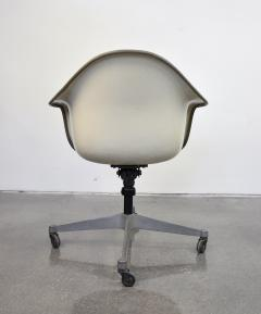 Charles and Ray Eames Eames for Herman Miller Fiberglass Shell DAT 1 Office Chair - 1010255