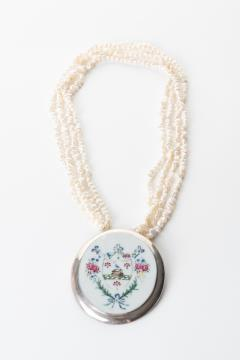 Chinese export porcelain armorial shard on a multi strand pearl necklace - 1710768