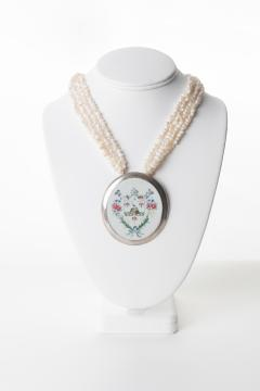 Chinese export porcelain armorial shard on a multi strand pearl necklace - 1710769