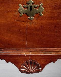 Chippendale Oxbow Chest with a Shell Carved Drop Pendant - 622551