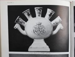 Claudius Innocentius du Paquier du Paquier Tulip Vase - 476234