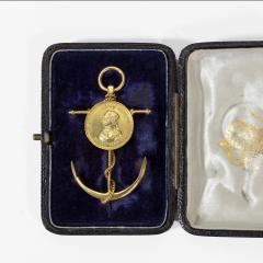 Commemorative Brooch by Edmund Johnson in 18ct Gold With Its Original Case - 1226801