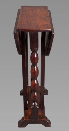 DIMINUTIVE 17TH CENTURY OAK GATELEG SIDE TABLE - 771563