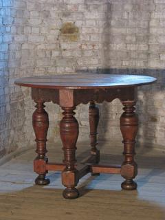 Dutch 18th century round Drop Leaf Table or Demilune Console - 627134