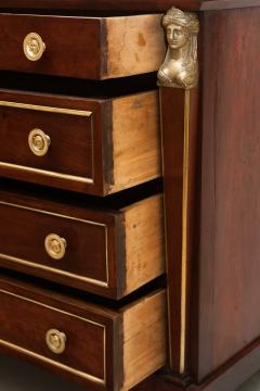 EARLY 19TH CENTURY CONTINENTAL WALNUT COMMODE - 689992