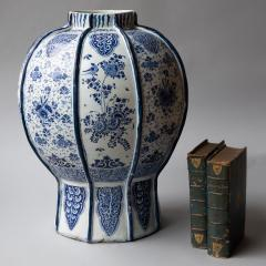 EXCEPTIONALLY LARGE 18th CENTURY DELFT VASE - 1834792