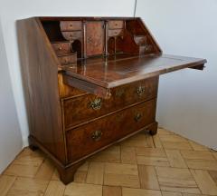 Early 18th Century English Walnut Veneered Stepped Interior Georgian Bureau Desk - 2057730