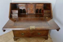 Early 18th Century English Walnut Veneered Stepped Interior Georgian Bureau Desk - 2057731