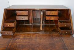 Early 18th Century English Walnut Veneered Stepped Interior Georgian Bureau Desk - 2057735