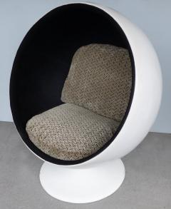 Eero Aarnio Mid Century Modern Fiberglass Ball Chair Attributed to Eero Aarnio circa 1965 - 1000598