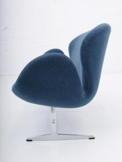 Eero Saarinen Arne Jacobsen Swan Sofa by Fritz Hansen - 1553824