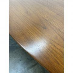 Eero Saarinen Eero Saarinen for Knoll Walnut Oval Dining Table - 1719726
