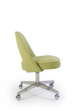 Eero Saarinen Saarinen Executive Armless Chair with Swivel Base in Green - 240148