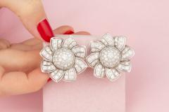 Ella Gafter Ella Gafter Pave Diamond Flower Earrings - 1189325