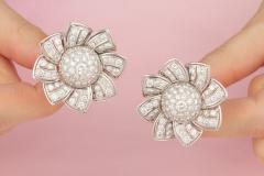 Ella Gafter Ella Gafter Pave Diamond Flower Earrings - 1189326