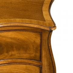Fine George III Figured Mahogany Serpentine Commode Attributed to Henry Hill - 1153241