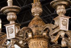 Fine Italian Neoclassic Giltwood Eight Arm Chandelier Late 18th Century - 391178