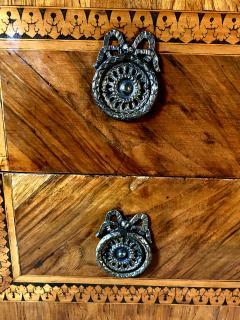 Fine Italian Neoclassic Walnut and Lemonwood Inlaid Commode Guiseppe Maggiolini - 1651127