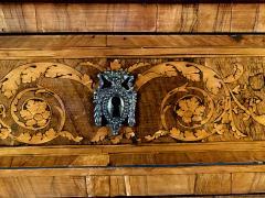 Fine Italian Neoclassic Walnut and Lemonwood Inlaid Commode Guiseppe Maggiolini - 1651130