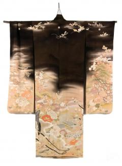 Fine Japanese Formal Black Silk Kimono with Yuzen Design - 1539249
