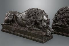 Fine and Large Pair of Grand Tour Marble Figures of Recumbent Lions - 1654780