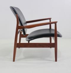 Finn Juhl Pair of Illusive Scandinavian Modern Armchairs Designed by Finn Juhl - 998370