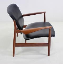 Finn Juhl Pair of Illusive Scandinavian Modern Armchairs Designed by Finn Juhl - 998371