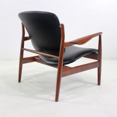 Finn Juhl Pair of Illusive Scandinavian Modern Armchairs Designed by Finn Juhl - 998373