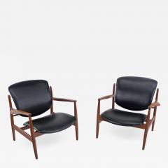 Finn Juhl Pair of Illusive Scandinavian Modern Armchairs Designed by Finn Juhl - 998553