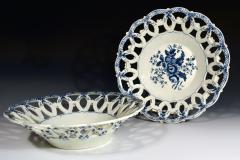 First Period Worcester Porcelain Large Pair of Fruit Baskets Pine Cone Pattern - 1619224