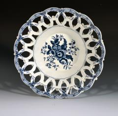 First Period Worcester Porcelain Large Pair of Fruit Baskets Pine Cone Pattern - 1619225