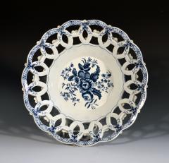 First Period Worcester Porcelain Large Pair of Fruit Baskets Pine Cone Pattern - 1619228