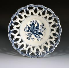 First Period Worcester Porcelain Large Pair of Fruit Baskets Pine Cone Pattern - 1619229