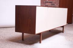 Florence Knoll Vintage Florence Knoll White Lacquer and Walnut Credenza Cabinet Model 541 - 1210243